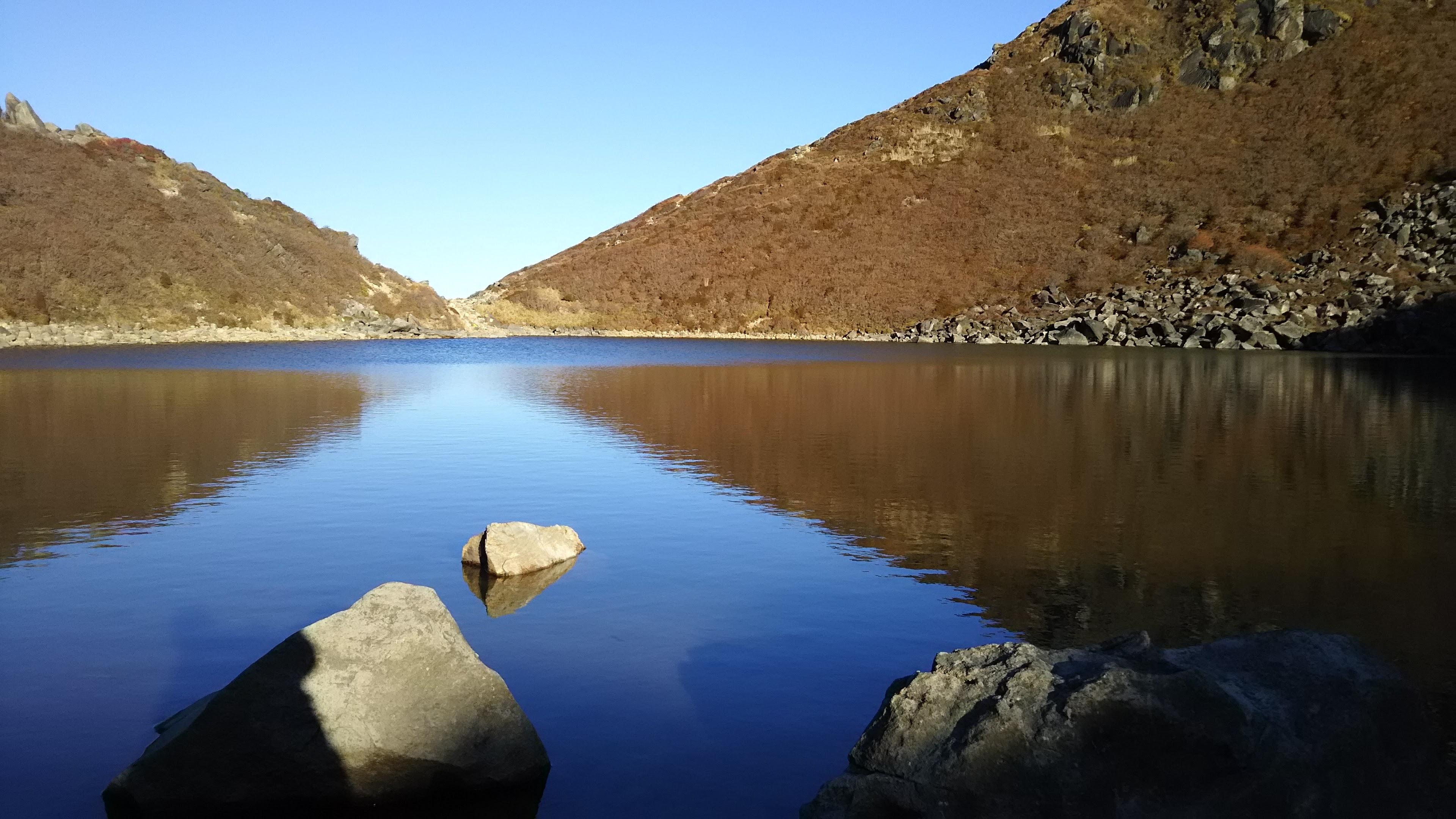 御池の水面