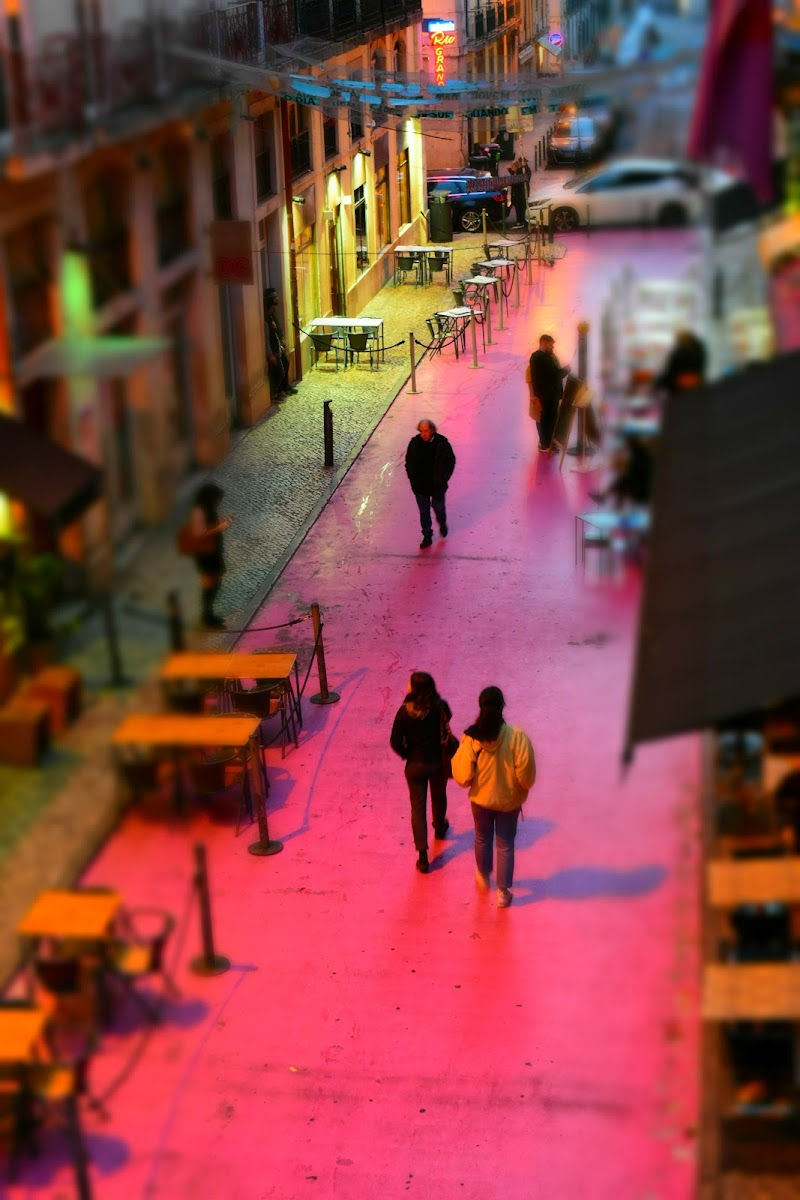 Pink Street Lisbona di M.Faini