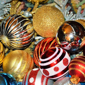 More Ornament Chaos by Beth Bowman - Public Holidays Christmas (  )
