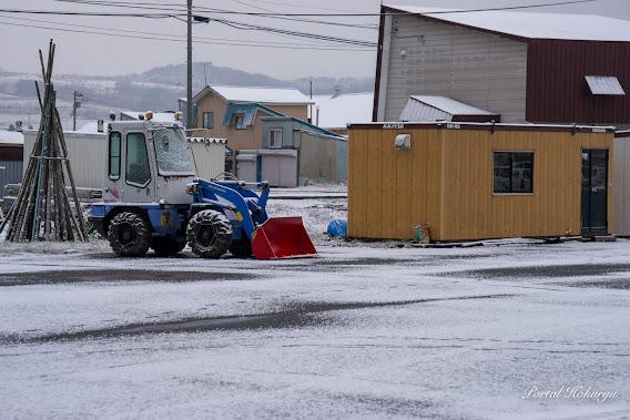 出番を待つ除雪機