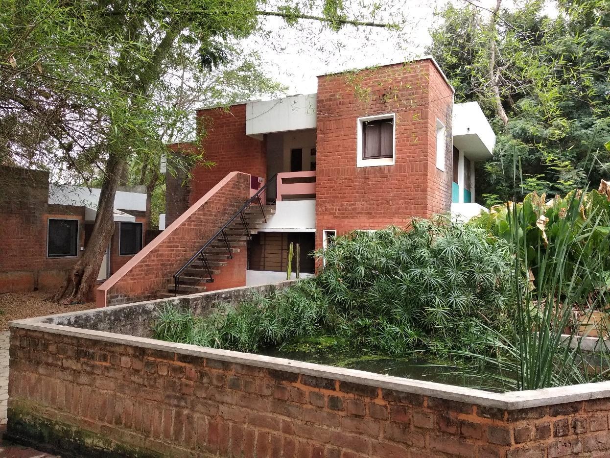 Salah satu single-based villa diantara banyak yang mempunyai atap berbentuk datar