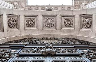Photo: 16 - Arcone d'ingresso e timpano sommitale del cancello monumentale