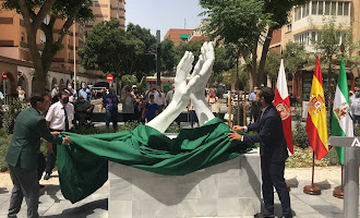 Así inaugura Almería su homenaje a los sanitarios