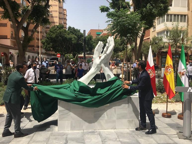 Inauguración del monumento en Almería.