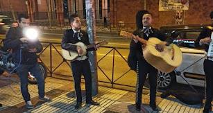 Fotograma del vídeo en el que los mariachis cantan a Ciudadanos.