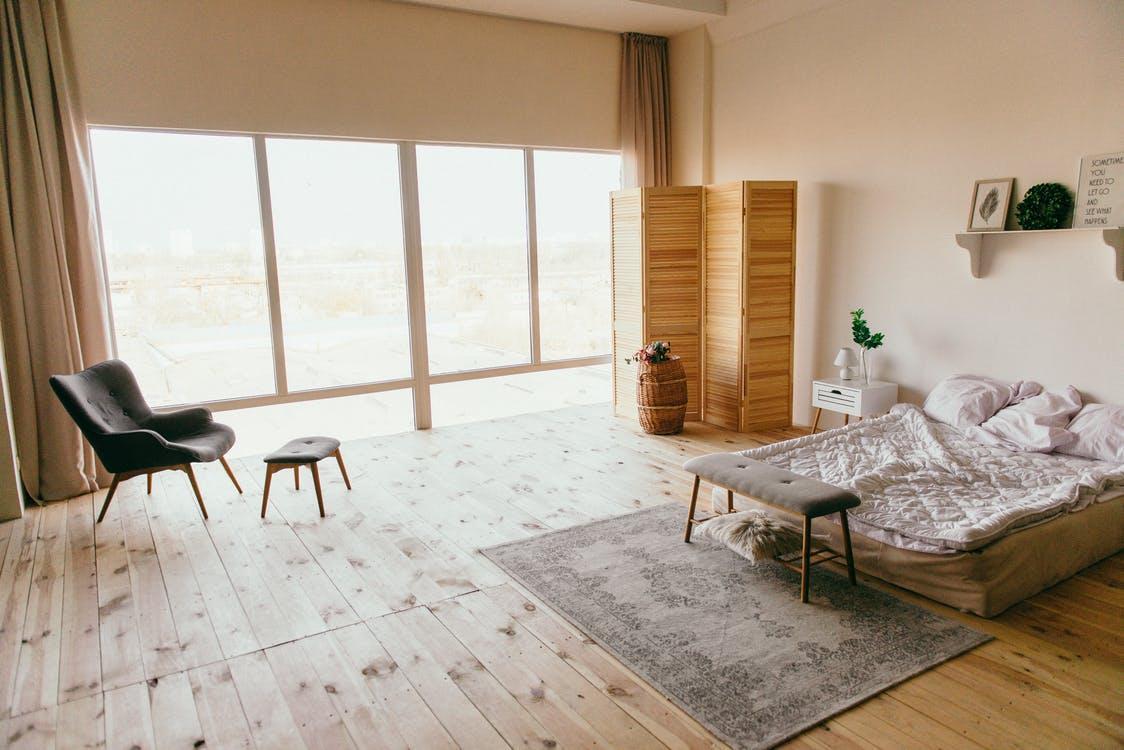 Бесплатное стоковое фото с архитектура, в помещении, деревянный пол