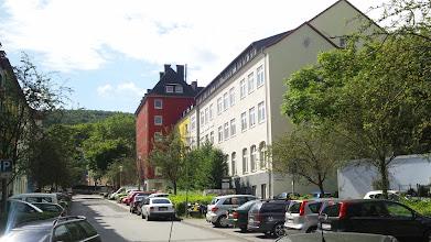 Photo: Die Grünstraße mit Schule rechts.