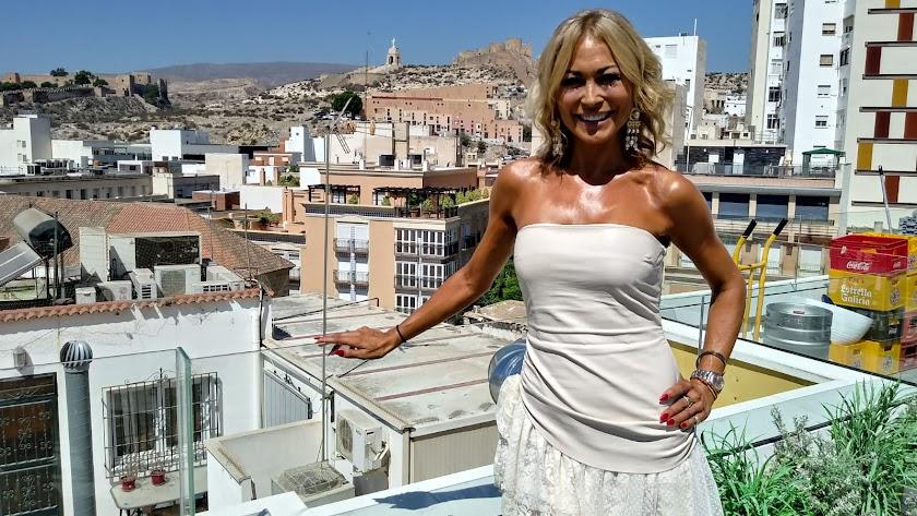 Mar Segura, en la terraza de Apartamentos HO de Puerta Purchena