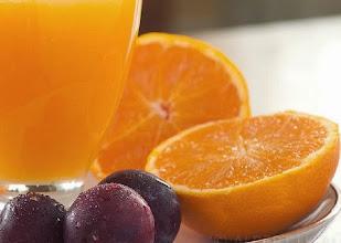 Foto: Esmorzant suc de taronja a l'Hotel Sol, Benicarló, Espanya, foto de l'Albert Lleal