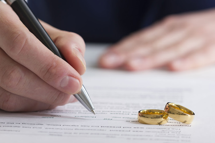 Would a fixed-term 10-year contract be a more modern way to do marriage?