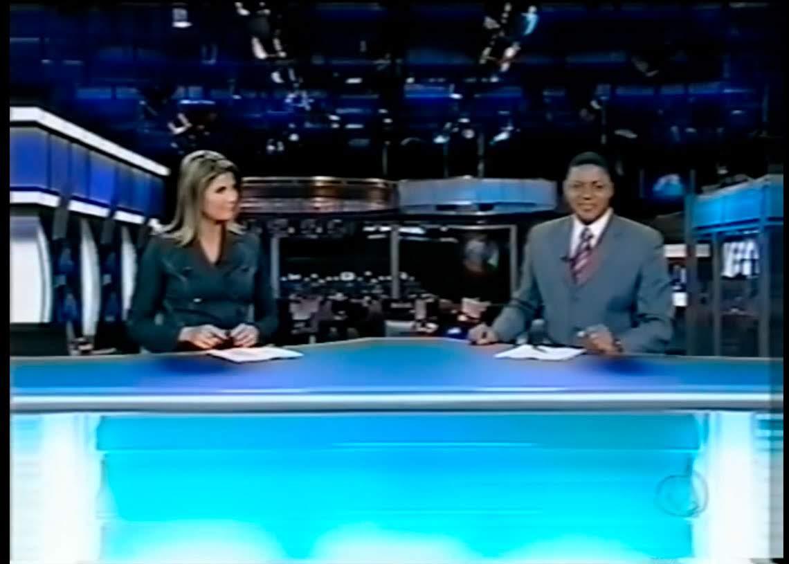 Adriana Reid e João Santos apresentando o Jornal da Record