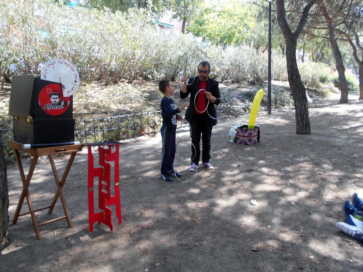 Espectáculo de magia en la calle Villaverde 2015