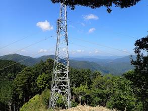 下山鉄塔手前からの眺め(左に峰山と円原、右端に舟伏山)