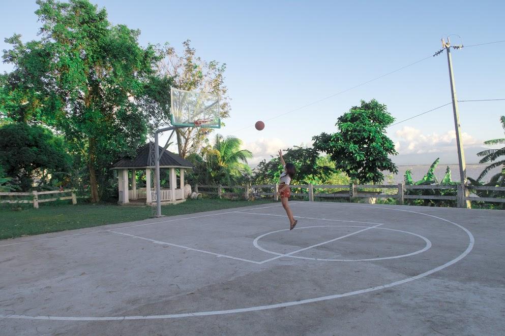 Lily Vacation Farm House Jalajala, Rizal basketball court