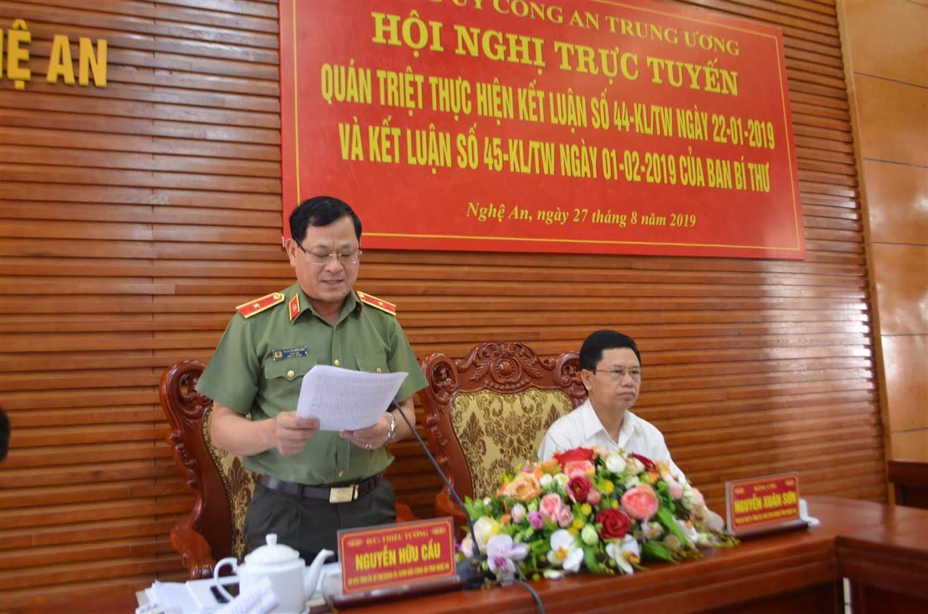 Thiếu tướng Nguyễn Hữu Cầu, Giám đốc Công an tỉnh phát biểu tham luận