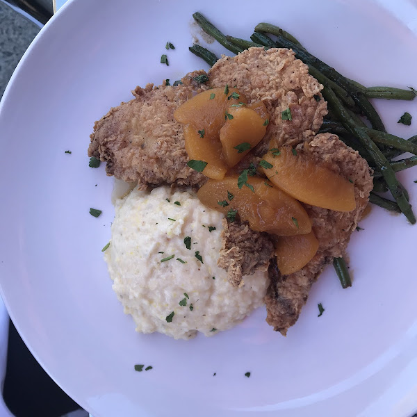 Fried chicken with peach chutney, cheese grits and green beans.