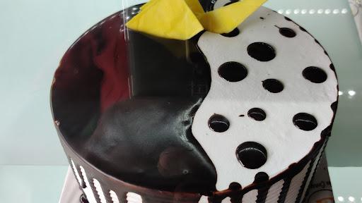 Chocolate Vanilla Cake [500 Grams] image
