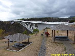 Photo: Pont au dessus d'une ravine