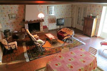 villa à Montacher-Villegardin (89)