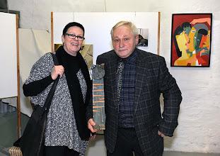 Photo: Finissage der Ausstellung Silvia Stuppäck (Foto) und Christa Trkal (Keramik) am 4.1.2014. Christa Trkal und Anton Cupak, Foto: Barbara Zeininger