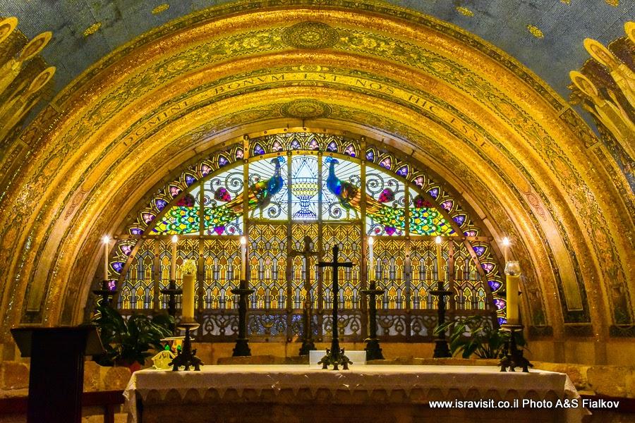 Витраж в крипте церкви Преображения Господня на горе Фавор. Экскурсия по Нижней Галилеи. Израиль.