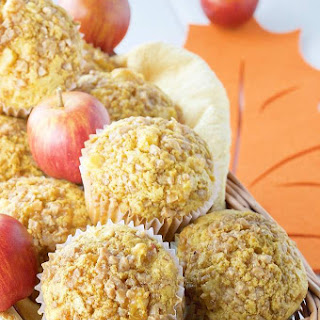 Fresh Apple Muffins with Toffee Topping Recipe