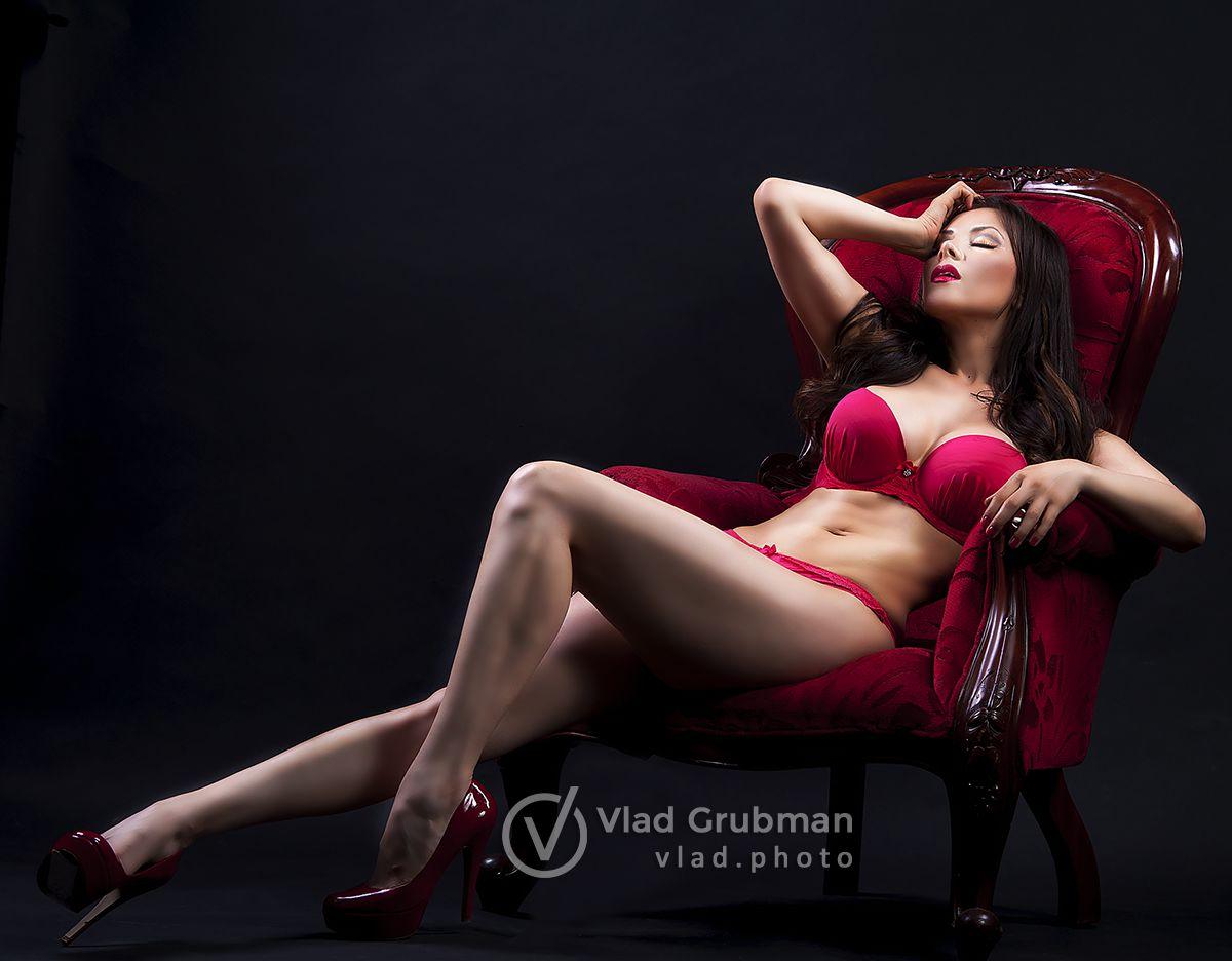 Glamour photoshoot for magazine submission - Photography by Vlad Grubman / Zealusmedia.com