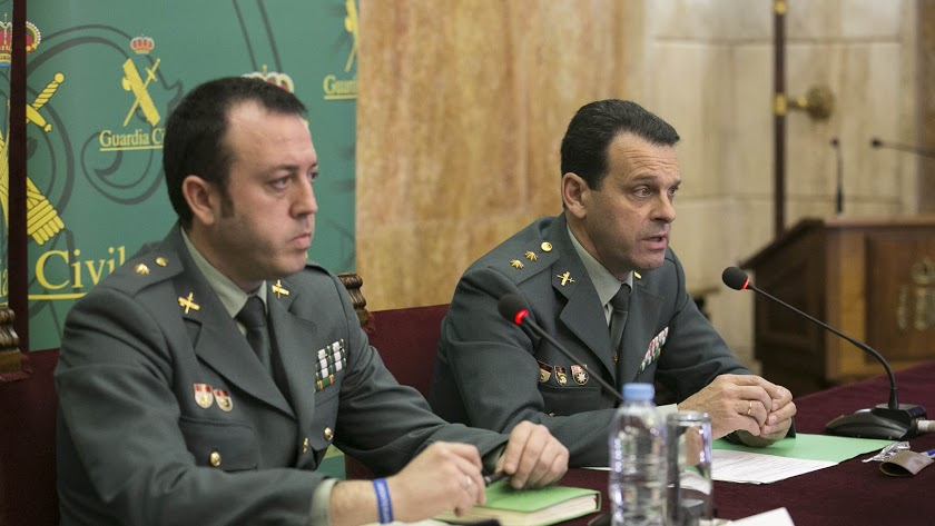 José Hernández Mosquera (derecha) en la rueda de prensa sobre el Caso Gabriel Cruz