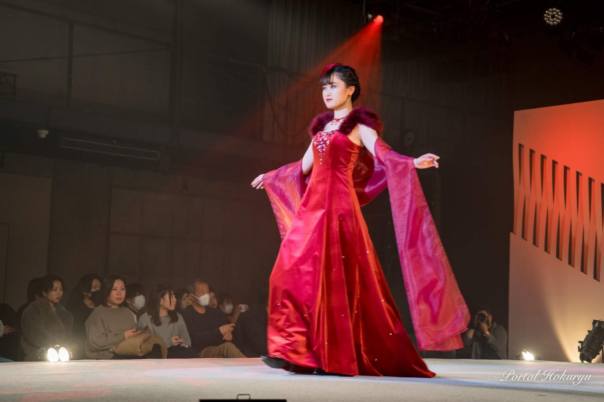 真紅のドレスに包まれて。。。