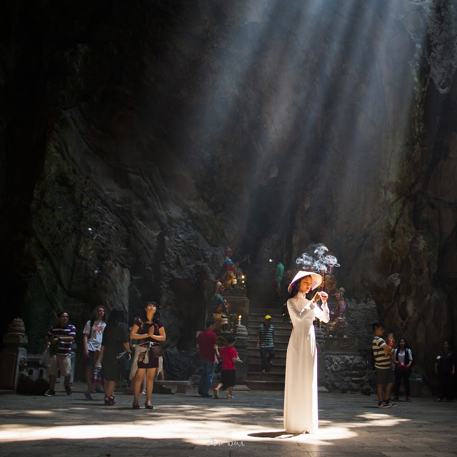 Enjoy photography with lady in Ao dai in a cave of Marble Mountain