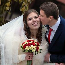 Wedding photographer Oleksandr Revenok (Sanela). Photo of 27.11.2014