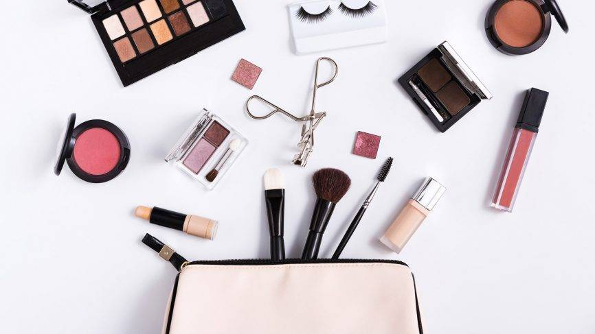 makeup-what-not-to-wear-in-goa-what-to-wear-in-goa_image
