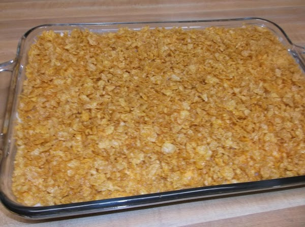 Sprinkle cornflakes even over top of cheese layer.