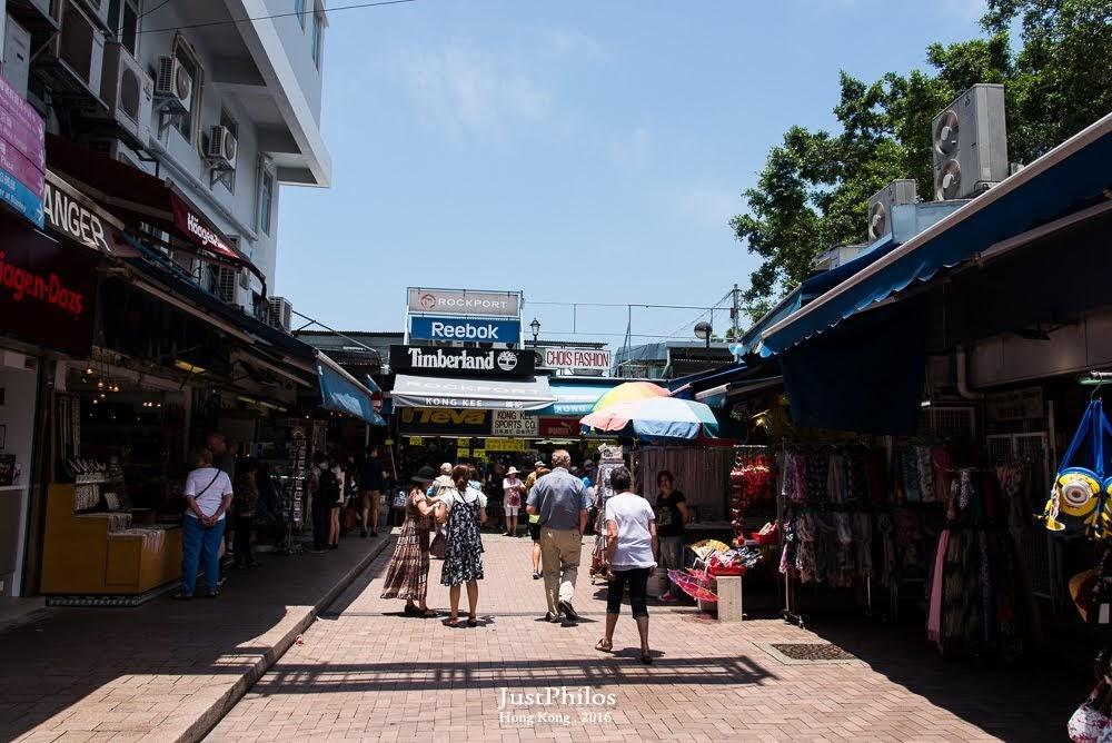 市集外側相較於一早來時倒是多了不少遊客