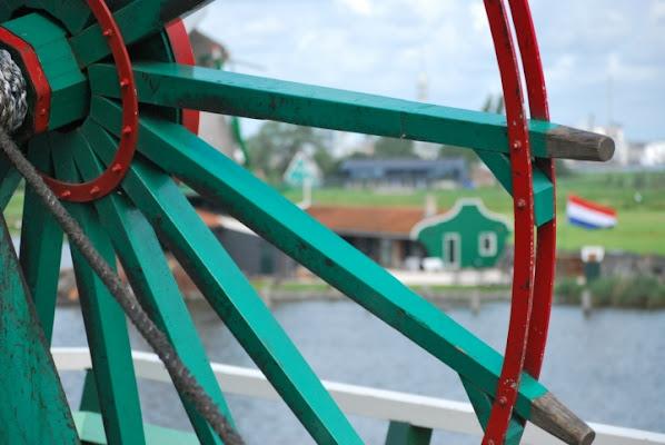Cornice triangolare nella verde olanda di dennina