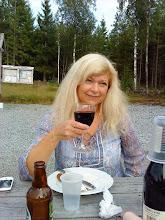 Photo: Velfortjent skål for lørdagskokka og langer'n Kari Bente