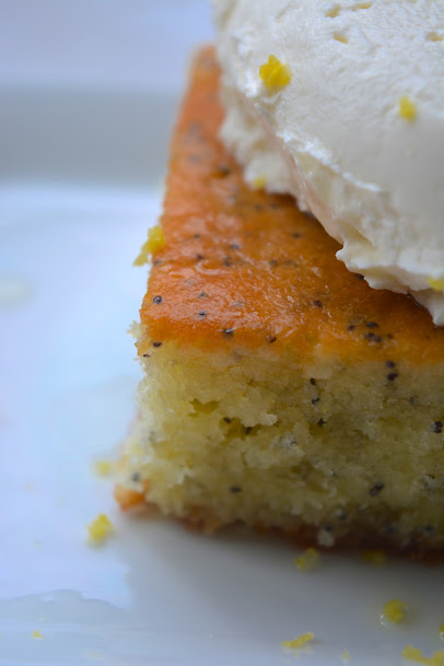Lemon poppyseed cake with mascarpone topping citroen maanzaadcake safranaargana
