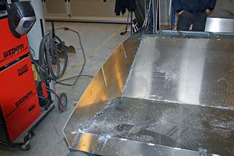 Photo: Nederste del af hækken hæftet på bunden