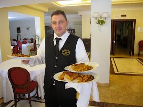 Photo: It.s4HR38-141009San Giovani Rotondo, restaurant Le Terrazze,le service, serveur  IMG_5824