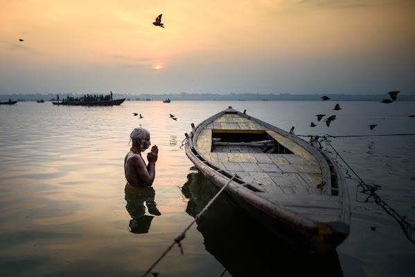 Alba sul fiume Gange di ianna