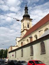 """Photo: Vedere - Biserica si Manastire Franciscana -  din Piata Muzeului nr.2   """"A fost construită spre sfârșitul secolului al XI-lea și începutul secolului al XII-lea în mijlocul Vechii Cetăți a Clujului. Distrusă în timpul invaziei tătaro-mongole din 1241, biserica a fost refăcută în a doua jumătate a secolului al XIII-lea în stilul romanicului târziu......""""  http://www.ftr.ro/mici-istorii-clujene-v-biserica-franciscanilor-si-casa-de-la-loretto-50313.php  (2011.05.25)"""