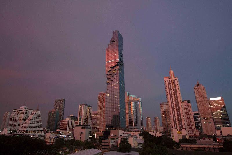 si fa sera a Bangkok di antonioromei
