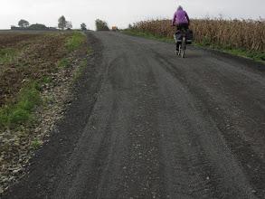 Photo: Po opuszczeniu Warmątowic polną szutrówką podążamy do Słupu.