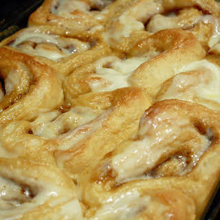 The BEST Easy Cinnamon Roll.
