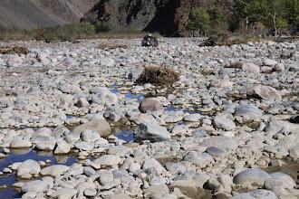 """Photo: Глубокой осенью движение по высохшему руслу реки наиболее оптимально, если нет других дорог. Пары часов хватает, чтобы водитель сам """"закипел""""."""