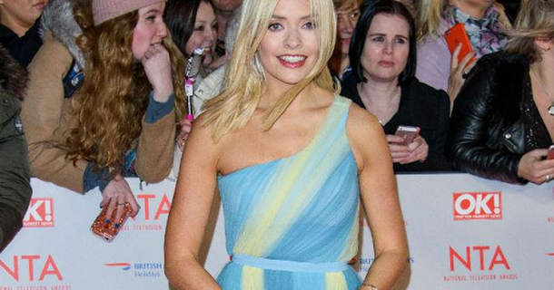 Holly Willoughby puts up an Easter tree