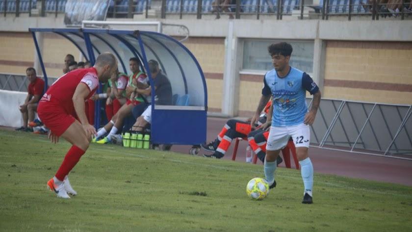 Óscar Lozano en el partido de la primera jornada.