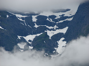 Photo: Snowfields and waterfalls in the Kakuhan Mountains.