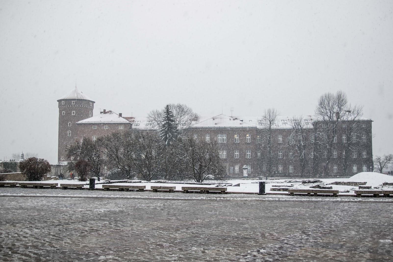 wilanov square in winter