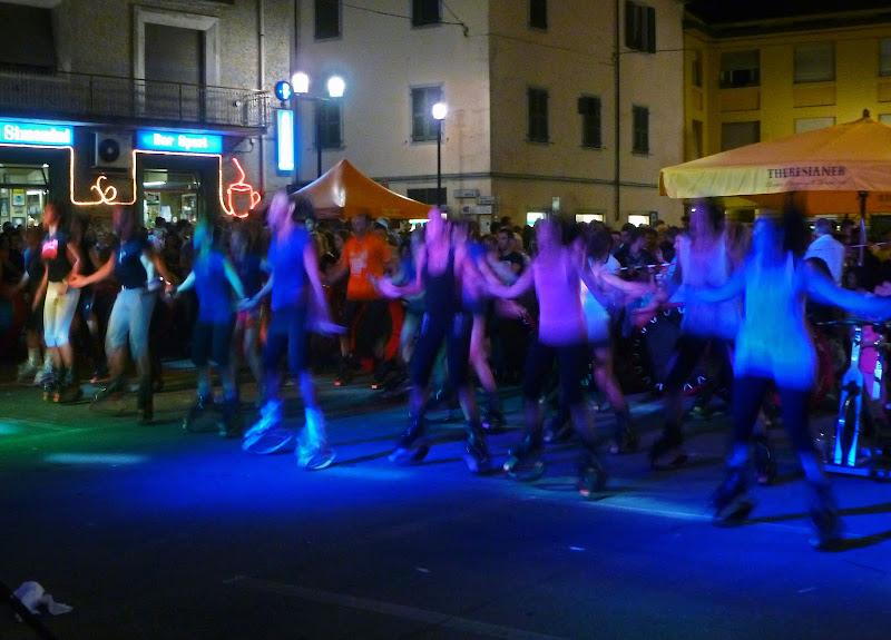 muoversi la notte in piazza di dotlinob